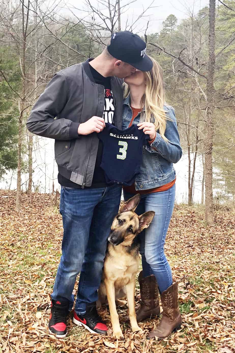 football pregnancy announcement ideas with dog